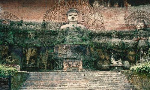 CHINY / Syczuan / Leshan / kopia posągu Buddy z Longmen