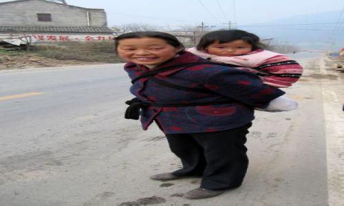 Zdjecie CHINY / Guangyan / ulica / w drodze