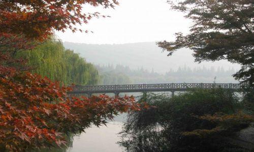 Zdjecie CHINY / Hangzhou / miejski park / kolorowa jesien