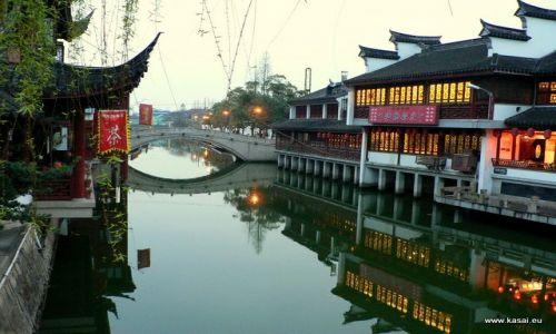 CHINY / - / Qibao / Qibao nocą