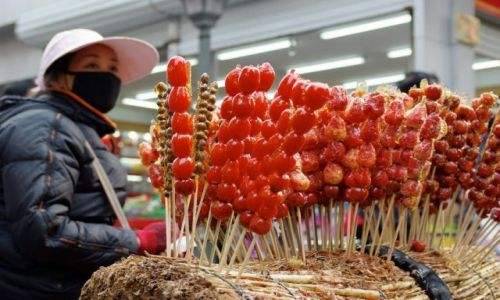 Zdjęcie CHINY / - / Pekin / Truskawki w cukrze