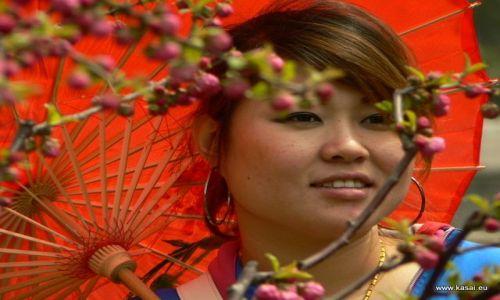 CHINY / - / Pałac Letni / Pekin - z parasolką