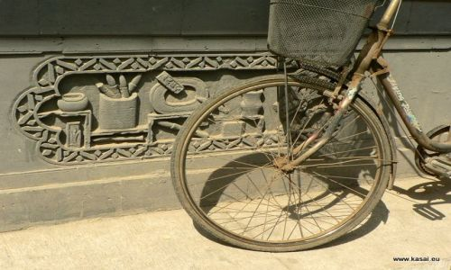 Zdjęcie CHINY / - / Hutongi / Pekin - rowerek