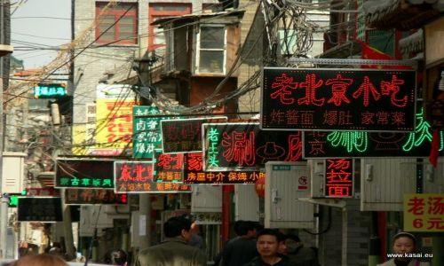 Zdjęcie CHINY / - / Hutongi / Pekin - neony