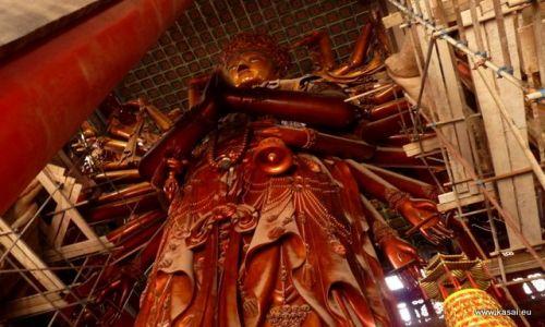CHINY / - / Chengde / Chengde - posąg