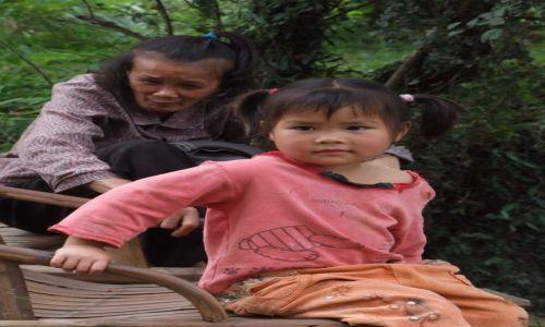 Zdjecie CHINY / Kuangsi / okolice Guilin / Dziewczynka