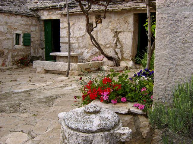 Zdjęcia: Niedaleko Śibenika, Dalmacja, Chorwacka zagroda, CHORWACJA
