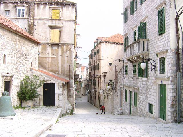 Zdjęcia: Śibenik, Dalmacja, W ulliczce, CHORWACJA