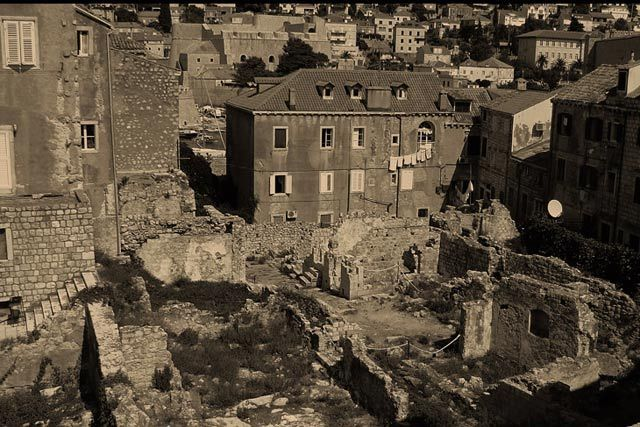 Zdjęcia: zniszczenia wojenne , Dobrownik, ,,,, CHORWACJA