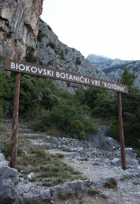 Zdjęcia: Park Przyrodniczy Biokovo, Masyw Biokovo, Ogród Botaniczny Kotišina, brama, CHORWACJA