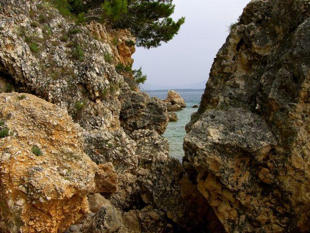 Zdj�cia: Zivogosce, Dalmacja, szczelina, CHORWACJA