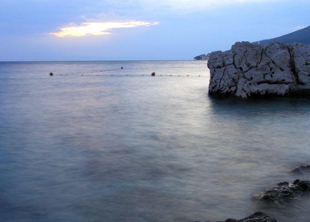 Zdjęcia: na południe od Zivogosce, Dalmacja, na brzegu...cd, CHORWACJA