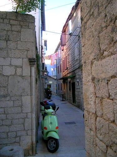 Zdjęcia: Trogir, Dalmacja, w uliczce..., CHORWACJA