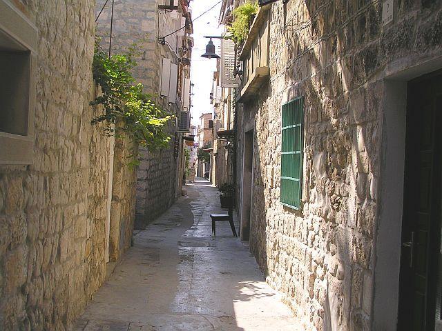 Zdj�cia: Trogir, Dalmacja, Uliczka, CHORWACJA