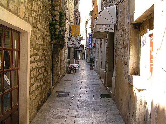 Zdj�cia: Trogir, Dalmacja, W uroczym Trogirze..., CHORWACJA