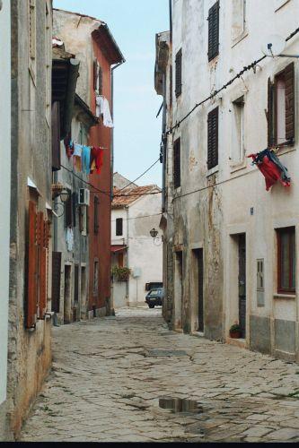 """Zdjęcia: Fazana, Istria, uliczka """"neapolitańska"""", CHORWACJA"""