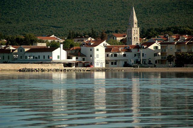 Zdj�cia: Turanj, p�nocna Dalmacja, miasteczko z odbiciem, CHORWACJA