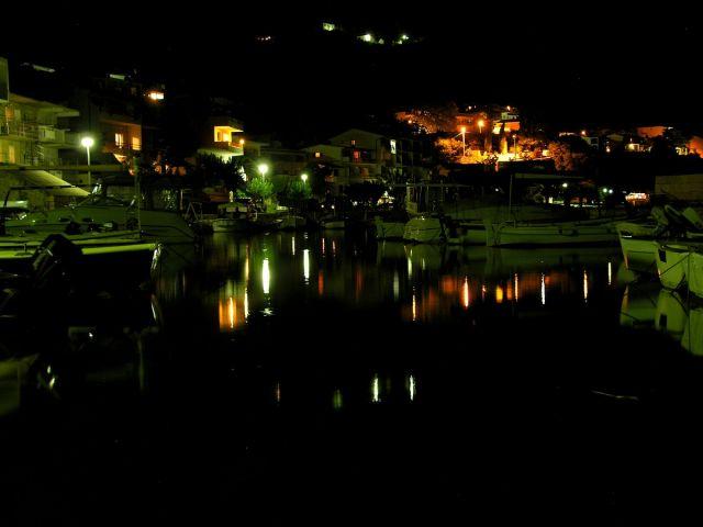Zdjęcia: Zivogosce, Dalmacja, w porcie...2, CHORWACJA
