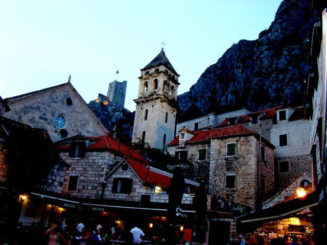 Zdjęcia: Omisz, Dalmacja, Omisz wieczór, CHORWACJA