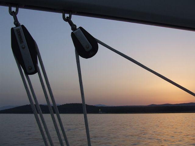Zdjęcia: gdzieś wyspy Chorwackie, t, liny o wschodzie słońca, CHORWACJA