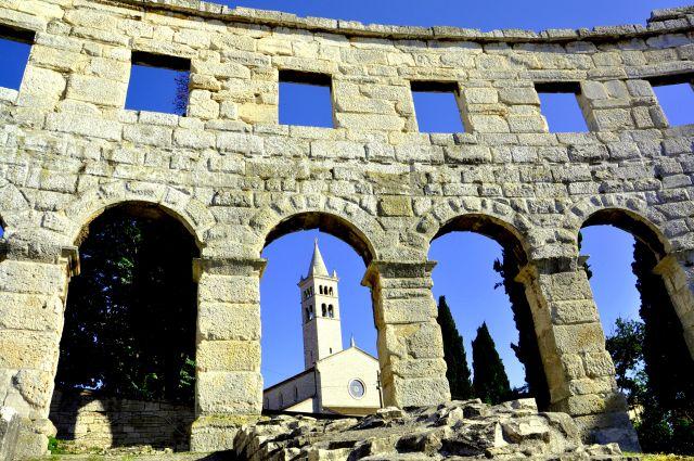 Zdjęcia: Pula, Półwysep Istria, Kościół św. Franciszka, widok z amfiteatru w Puli, CHORWACJA