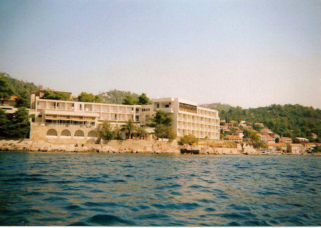 Zdjęcia: Brna, Korćula, Widok z zatoki na hotel Feral i Brnę, CHORWACJA