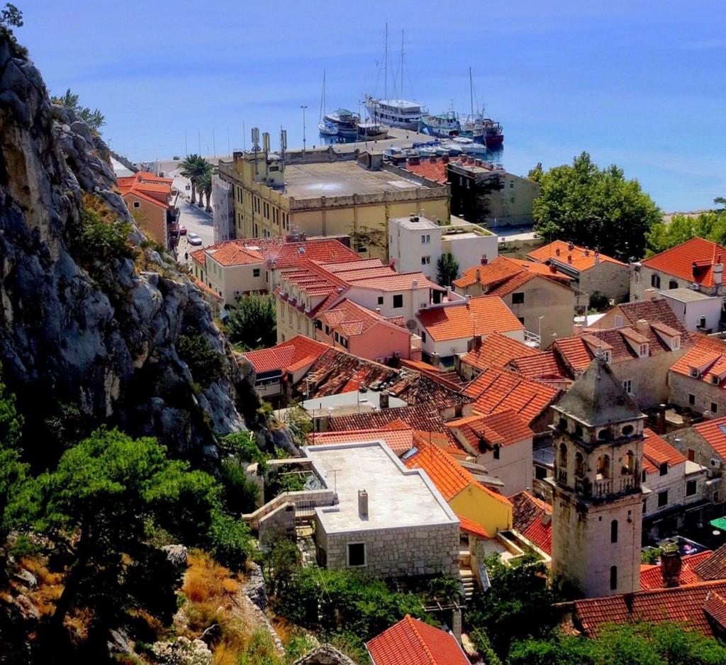Zdjęcia: Omiš, Dalmacja, z murów twierdzy Mirabella, CHORWACJA