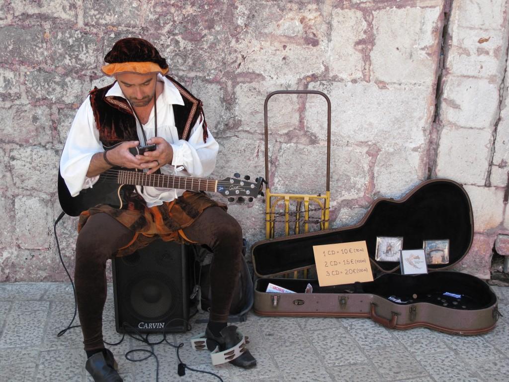 Zdjęcia: Dubrownik, Dubrownik, Śpiewać i grać każdy może.., CHORWACJA