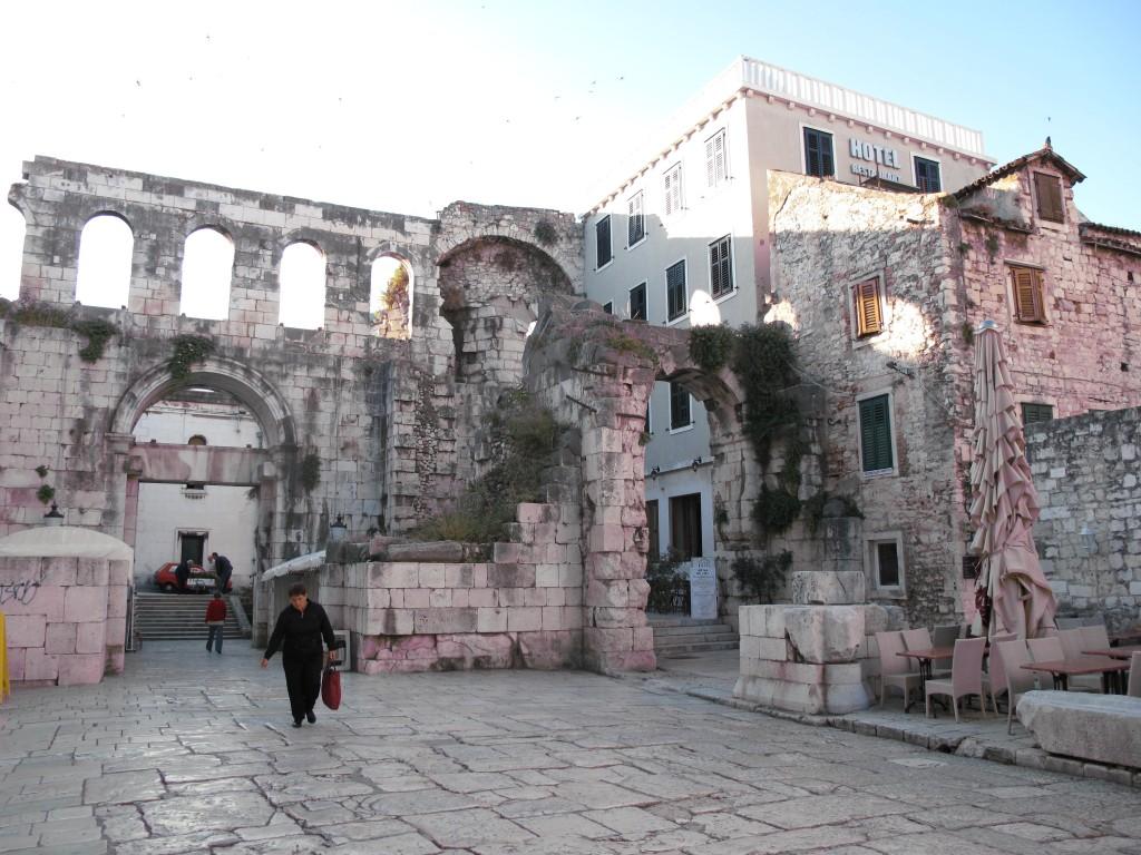 Zdjęcia: Split, Split, Plac przed pałacem Dioklecjana, CHORWACJA