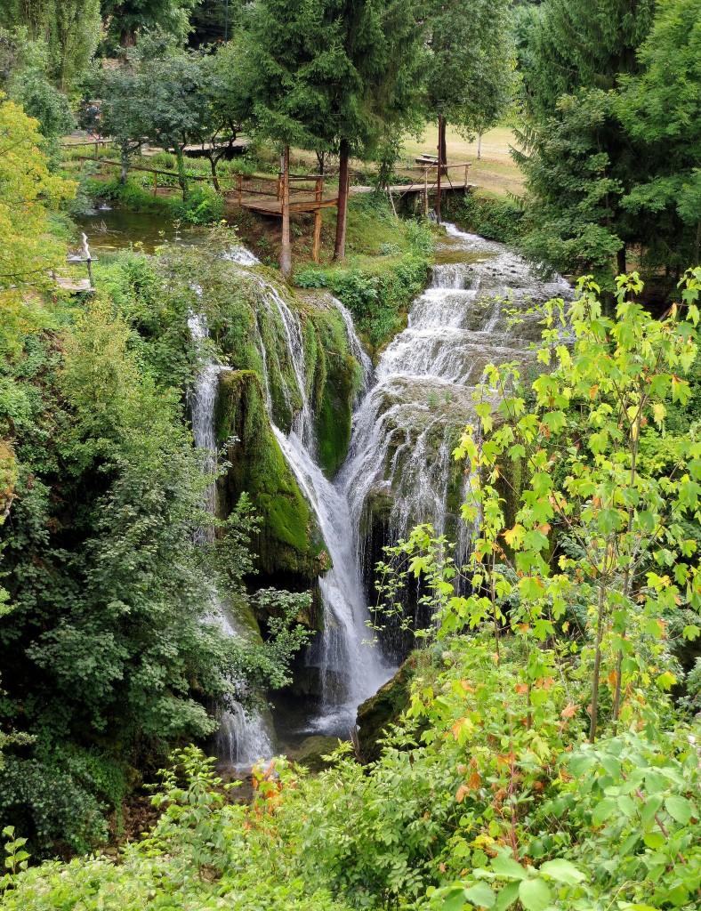 Zdjęcia: skansen młynów wodnych, Slunj, środkowa Chorwacja, wśród bujnej zieleni..., CHORWACJA