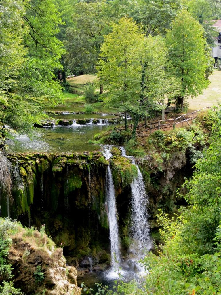 Zdjęcia: skansen młynów wodnych, Slunj, środkowa Chorwacja, Rastoke - wody Slunjčicy wpadają do Korany, CHORWACJA