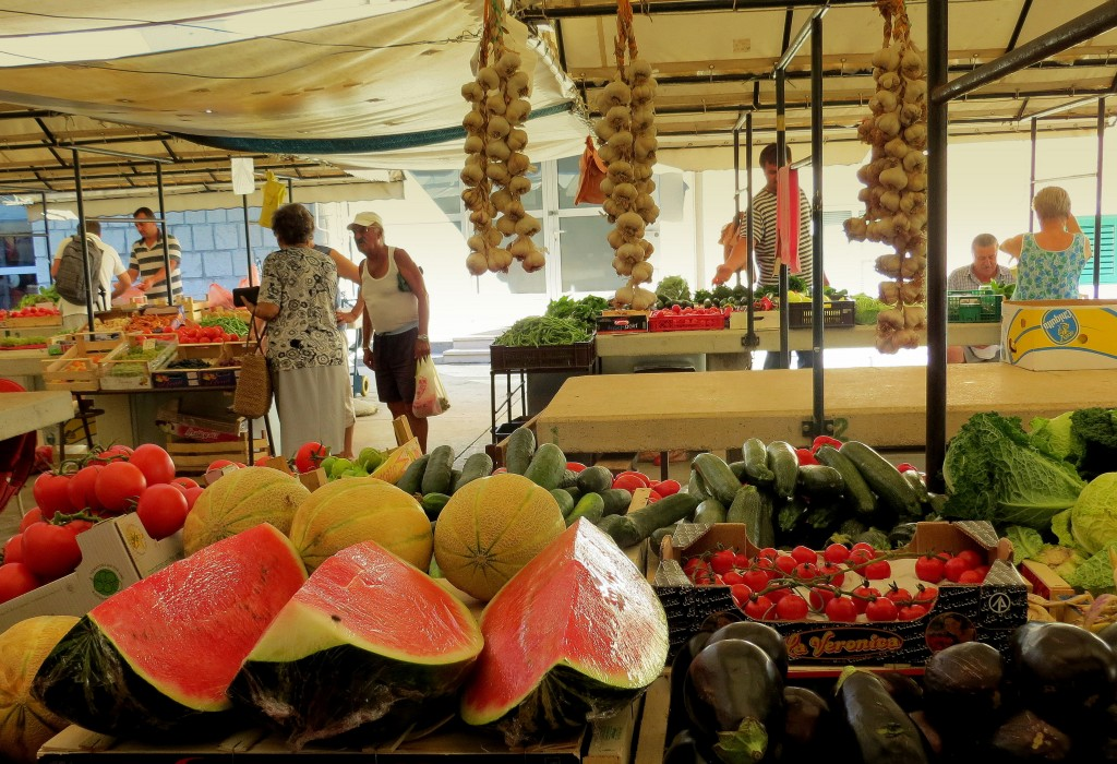 Zdjęcia: targ w Makarskiej, Riwiera Makarska, zdrowo i kolorowo..., CHORWACJA