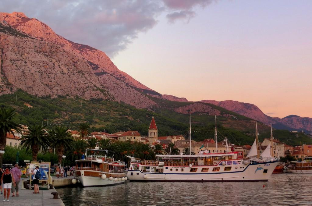 Zdjęcia: Makarska, Dalmacja, wieczorem w Makarskiej..., CHORWACJA
