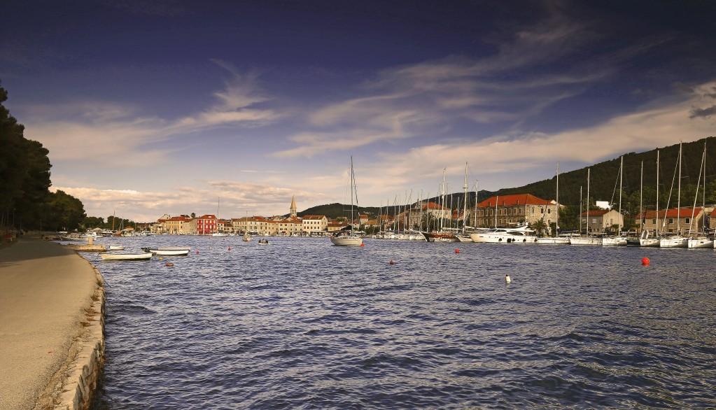 Zdjęcia:  Stari Grad , Środkowej Dalmacji -Hvar, Port w Starim Gradzie, CHORWACJA