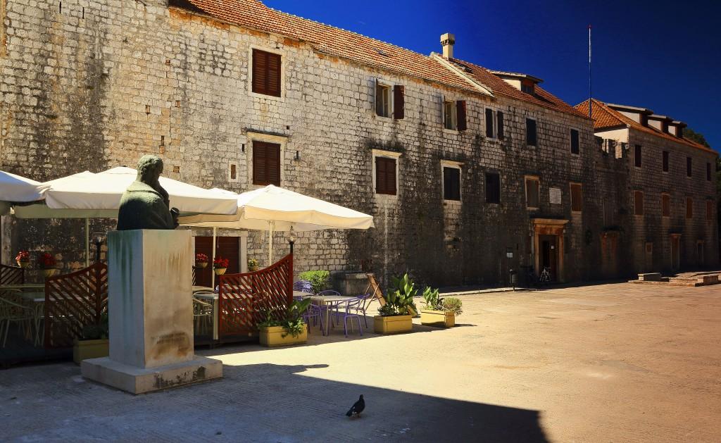 Zdjęcia:  Stari Grad , Środkowej Dalmacji -Hvar, letnia rezydencja Petar Hektorovića ,  chorwackiego poety , CHORWACJA