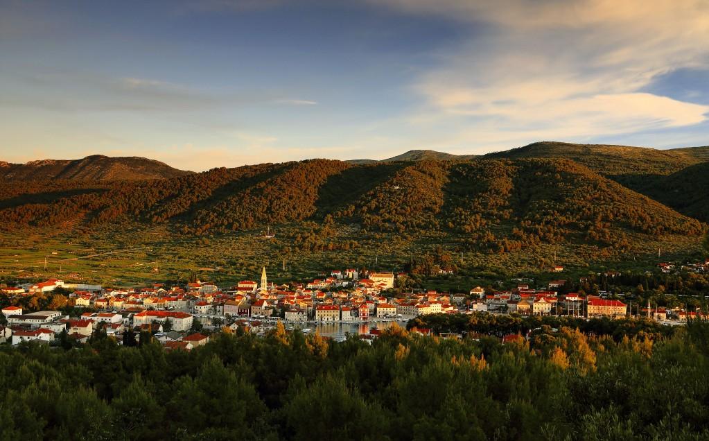 Zdjęcia:  Stari Grad , Środkowej Dalmacji -Hvar, Cienie nad miastem, CHORWACJA