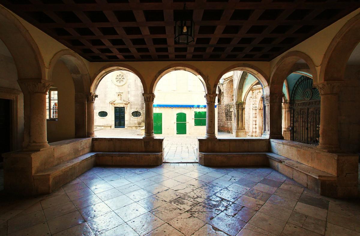 Zdjęcia: Korčula, Południowa Dalmacja, Krużganki renesansowego ratusza, CHORWACJA