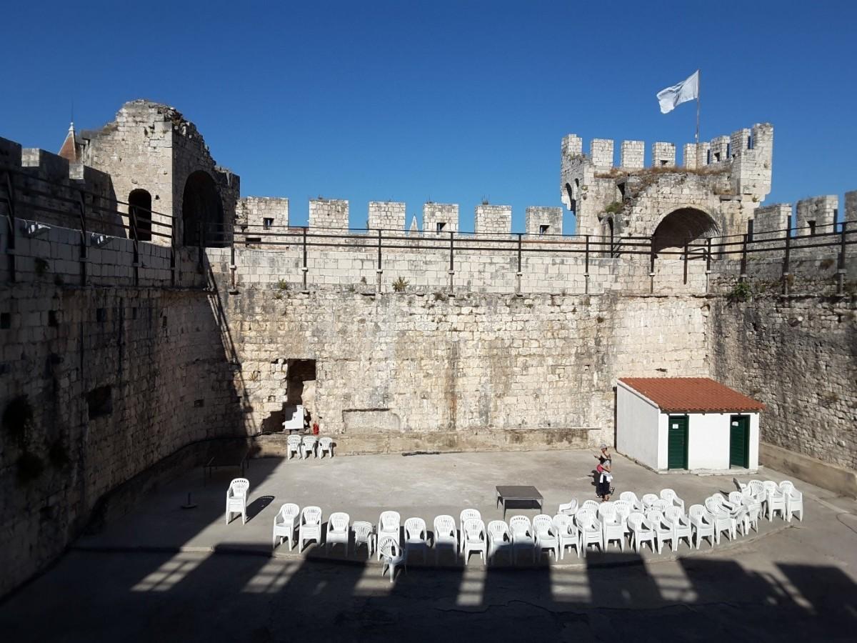 Zdjęcia: Trogir, Dalmacja, Twierdza Kamerlengo w środku, CHORWACJA