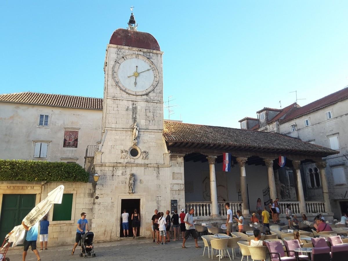 Zdjęcia: Trogir, Dalmacja, Trogir - wieża zegarowa i loggia miejska, CHORWACJA