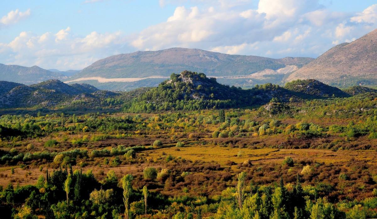 Zdjęcia: w drodze z Kobiljaca do Baciny, Dalmacja, w dolinie pagórków..., CHORWACJA
