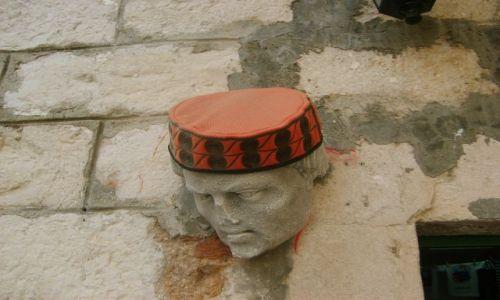 Zdjecie CHORWACJA / - / Szybenik  chorwackie nakrycie głowy / Corwacja