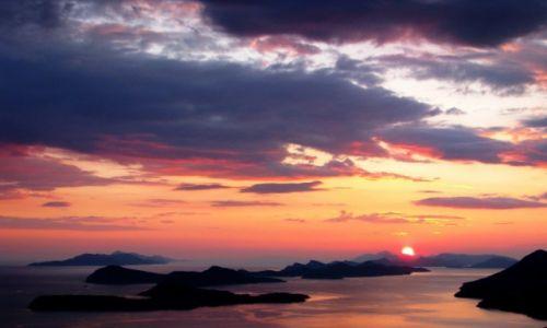 Zdjecie CHORWACJA / Dalmacja / wyspy Elafickie / zachód słońca nad Adriatykiem...