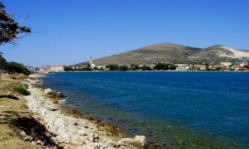 CHORWACJA / Dalmacja / wyspa Ciovo / w stronę Trogiru
