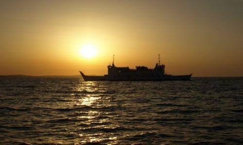 Zdjecie CHORWACJA / Dalmacja / Zadar / w stronę słońca