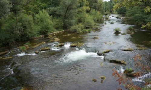 Zdjecie CHORWACJA / środkowa Chorwacja / Slunj, rzeka Slunjčica / nieskażona, surowa i dzika...