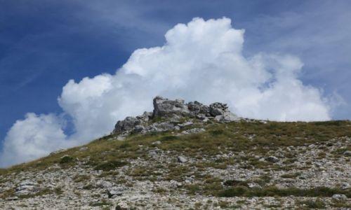 Zdjęcie CHORWACJA / Makarska / Park Przyrodniczy Biokovo / Pagórki i chmurki
