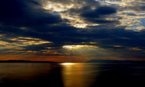 Zdjęcie CHORWACJA / Riviera Makarska / Podgora / czarne chmury nad riwierą...