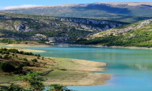 Zdjecie CHORWACJA / Dalmacja / Ričice / nad brzegiem jeziora stałam...