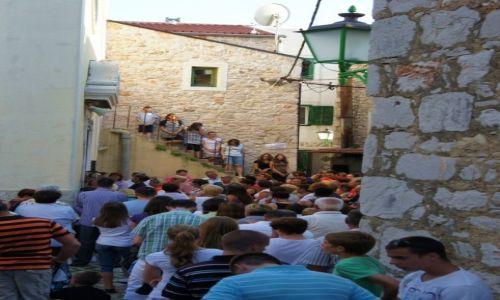 Zdjęcie CHORWACJA / Szybenik / Vodice / Przed kościołem w Boże Ciało