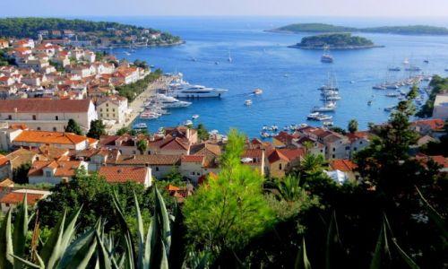 Zdjecie CHORWACJA / Hvar / Hvar- port i Wyspy Piekielne, fragment archipelagu / w pełni słońca...